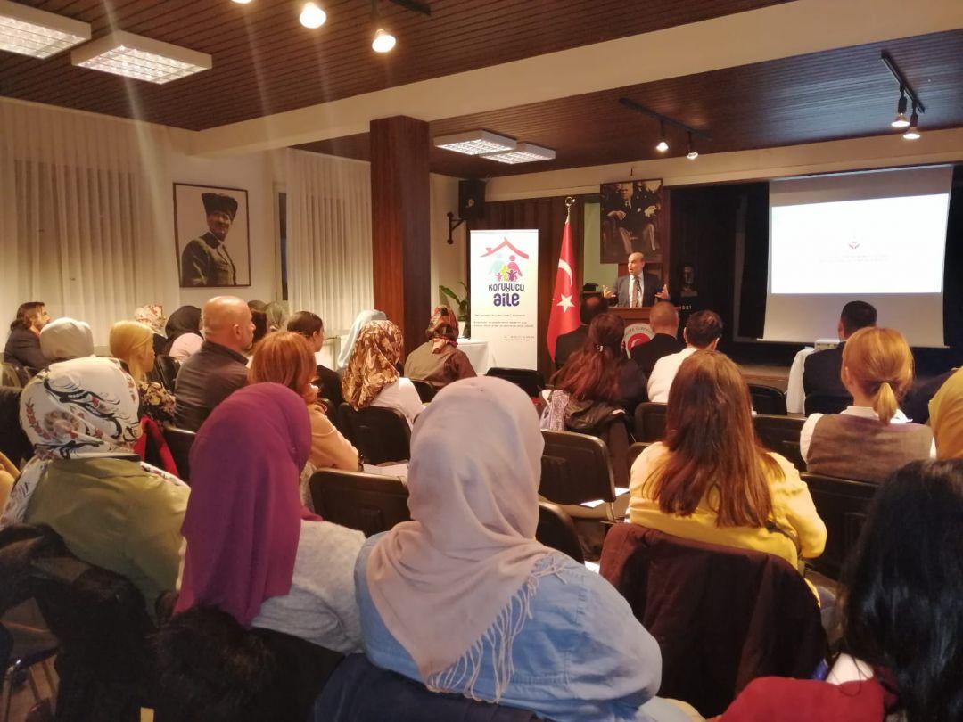T.C. Köln Başkonsolosluğu ile T.C. Düsseldorf Aile ve Sosyal Politikalar Ataşeliği tarafından organize edilen koruyucu aile olma konulu bilgilendirme seminerine WEFA Uluslararası İnsani Yardım Organizasyonu da katıldı.