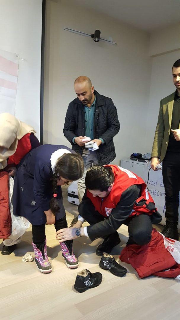 Genel Merkezi Almanya'nın Köln şehrinde bulunan WEFA Uluslararası İnsani Yardım Organizasyonu bu yıl Türkiye'deki kış yardımları kapsamında Ağrı'daki öğrencilere de kışlık giysi yardımında bulundu.