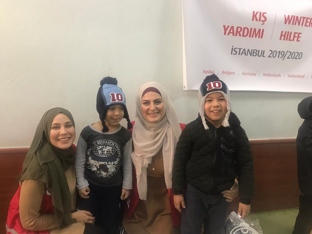 Türkiye'deki kış yardımlarına devam eden WEFA Uluslararası İnsani Yardım Organizasyonu İstanbul'da yaşayan Orta Asyalı öksüz ve yetim çocuklara kış yardımında bulundu.