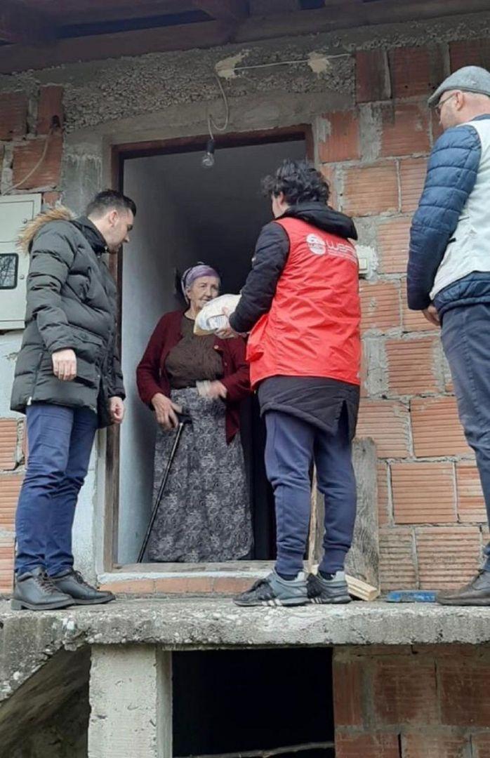 Bosna-Hersek'in Tuzla şehrindeki mültecilere sıcak yemek yardımında bulunan WEFA Uluslararası İnsani Yardım Organizasyonu Tuzla'daki yardım çalışmalarına mart ayının sonuna kadar devam edecek.