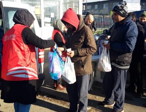 """Mültecilere Kış Yardımı: """"Çaresizce bekleyen insanlar gözümün önünden gitmiyor."""""""