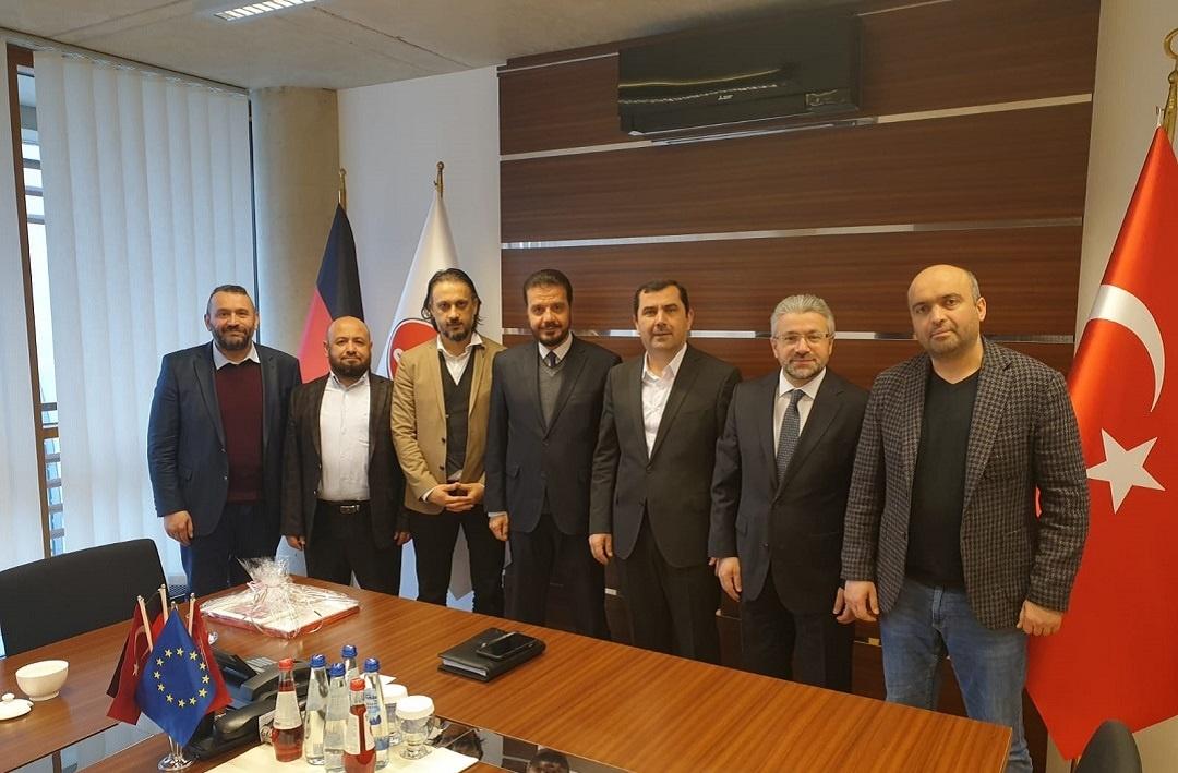 Genel Merkezi Almanya'nın Köln şehrinde bulunan DİTİB'i ziyaret eden WEFA yetkilileri DİTİB Genel Başkanı Kazım Türkmen ve DİTİB Genel Başkan Yardımcısı Ahmet Dilek ile bir araya geldi.