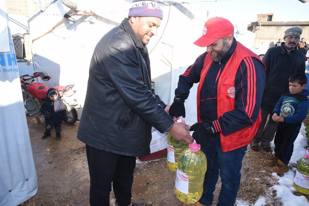 Lübnan'ın Arsal Kampı'nda yaşayan Suriyeli mültecileri bu sene de unutmayan WEFA Uluslararası İnsani Yardım Organizasyonu kampta yaşayan ailelere kış yardımı ulaştırdı.