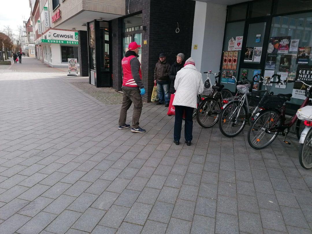 WEFA Uluslararası İnsani Yardım Organizasyonunun bir partner kuruluşu olan WEFA Bremen önemli bir yardım faaliyetine imza attı. WEFA Bremen ile Islamische Forum Bremen e.V. korinavirus salgınından Bremen kent sakinlerinin zarar görmemeleri için kent sakinlerine kolanya ve kağıt mendil dağıtımı yaptı.