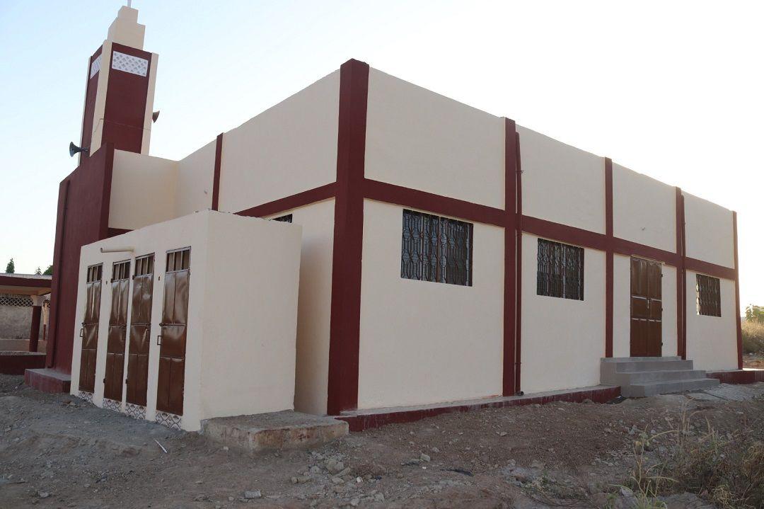 """Batı Afrika ülkesi Benin'de Genç WEFA tarafından inşa edilen """"WEFA Youth Camii"""" ibadete açıldı. Camide500kişiaynı andaibadet edebilecek."""