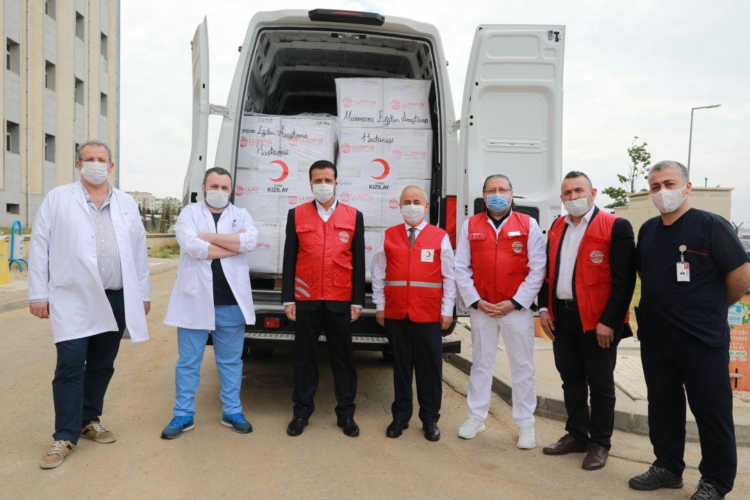 Koronavirüs salgınıyla mücadele kapsamında gerçekleştirdiği yardım çalışmalarına hız kesmeden devam eden WEFA Uluslararası İnsani Yardım Organizasyonu, Türkiye'de sağlık çalışanlarına verilmek üzere Türk Kızılay'a maske ve hijyen malzemesi bağışladı.