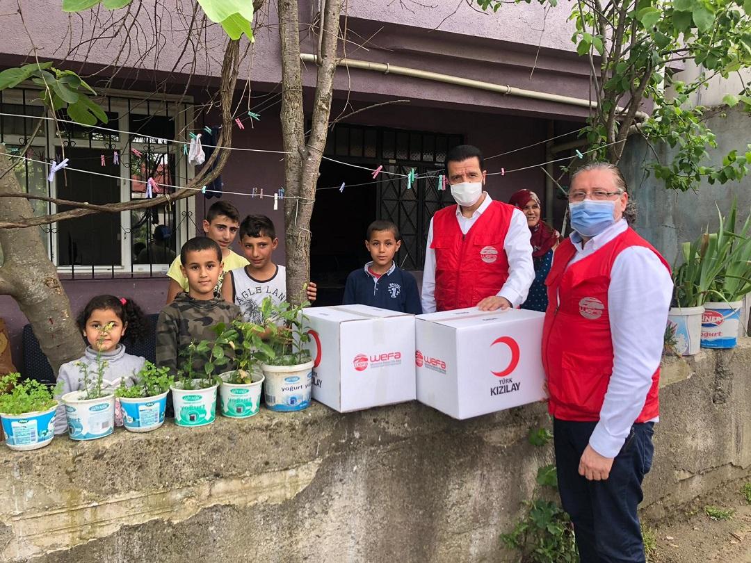 Koronavirüs salgınıyla mücadele kapsamında dünya genelinde yardım çalışması başlatan WEFA Uluslararası İnsani Yardım Organizasyonu salgından büyük ölçüde etkilenen ülke ve bölgelere çeşitli yardımlar ulaştırdı