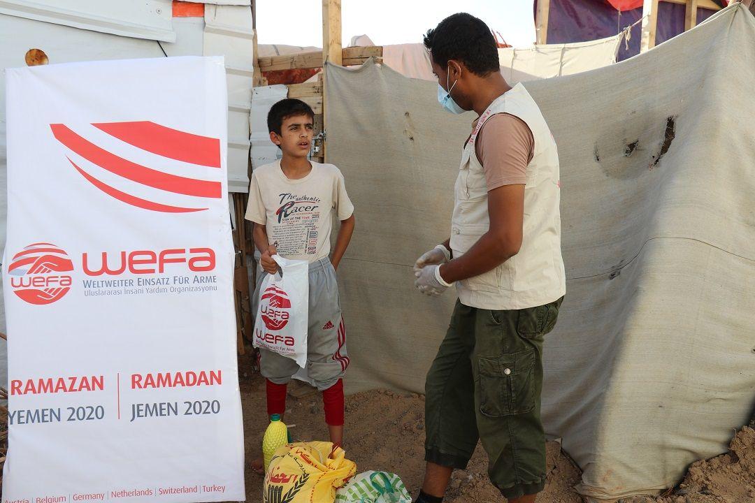 """2020 Ramazan yardımlarını """"Paylaşmak Vefadır!"""" sloganı altında gerçekleştiren WEFA, bu Ramazan'da da Yemen'deki muhtaçlara Ramazan yardımında bulunuyor."""