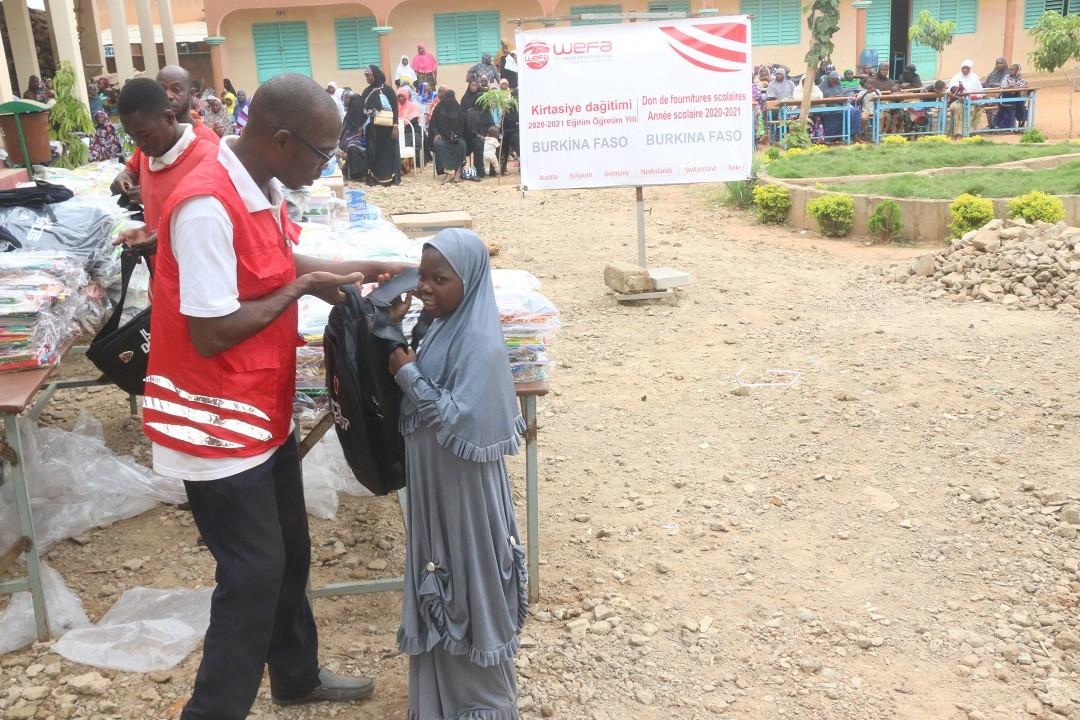 Afrika Kırtasiye Yardımı - Afrika'daki yoksul öğrencilere yardım etmeye devam eden WEFA, Burkina Faso'da okul açılışı gerçekleştirdi.