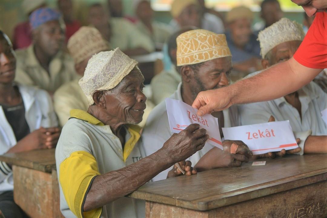 Dünya Yaşlılar Günü -Yaşlıları Yalnız Bırakmayalım! Yaşlılara yönelik yardım çalışmalarımıza siz de destek olabilirsiniz.