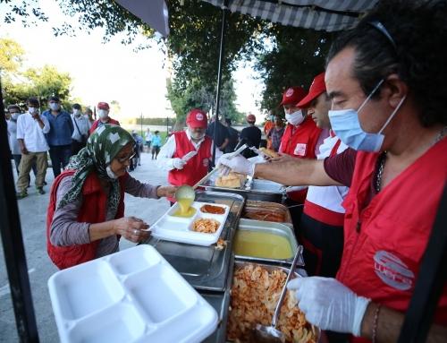 Türkiye'deki Evsizlere Sıcak Yemek Yardımı